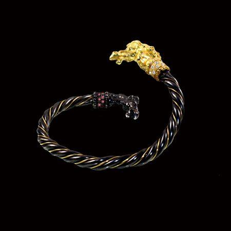 germano-gioielli-luxury-bracciale-cavalli-argento-brunito-oro-diamanti-rubino